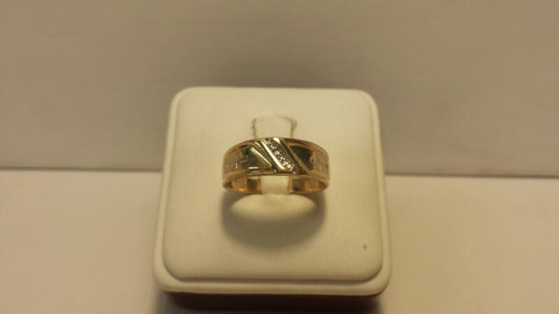 10k Yellow Gold Ring with 3 Diamond Chips - 2.1dwt - Size 9