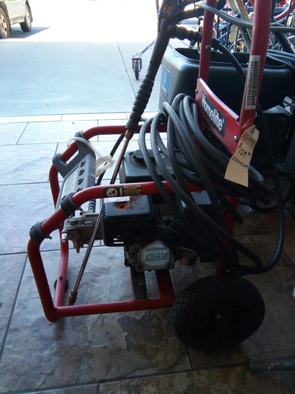 HOMELITE Pressure Washer 2700 PSI PRESSURE WASHER