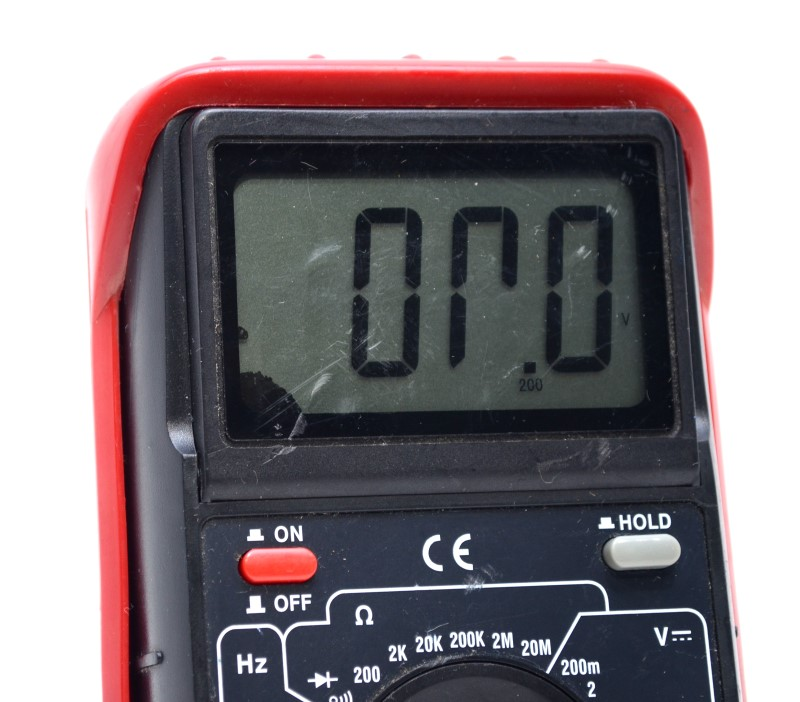 Cen-Tech P37772 Digital Multimeter Temperature Measurement *AS-IS*