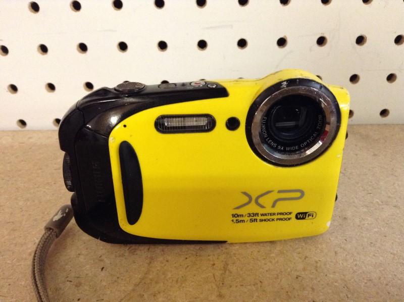 FUJIFILM Digital Camera FINEPIX XP70