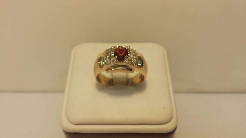 14k Yellow Gold Ring with 1 Round Red Stone - 5.1dwt - Size 9