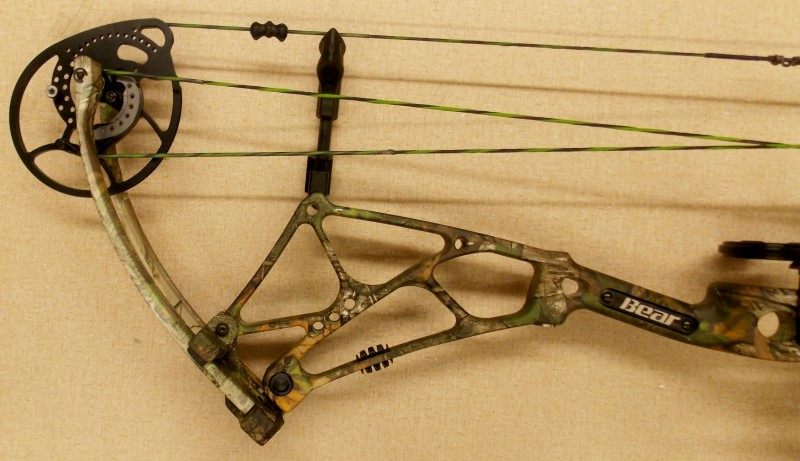 2015 BEAR ARCHERY ARENA 34, REALTREE XTRA GREEN CAMO, RIGHT HANDED