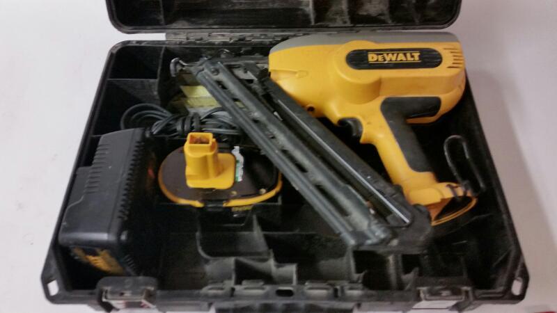 DEWALT Nailer/Stapler DC628