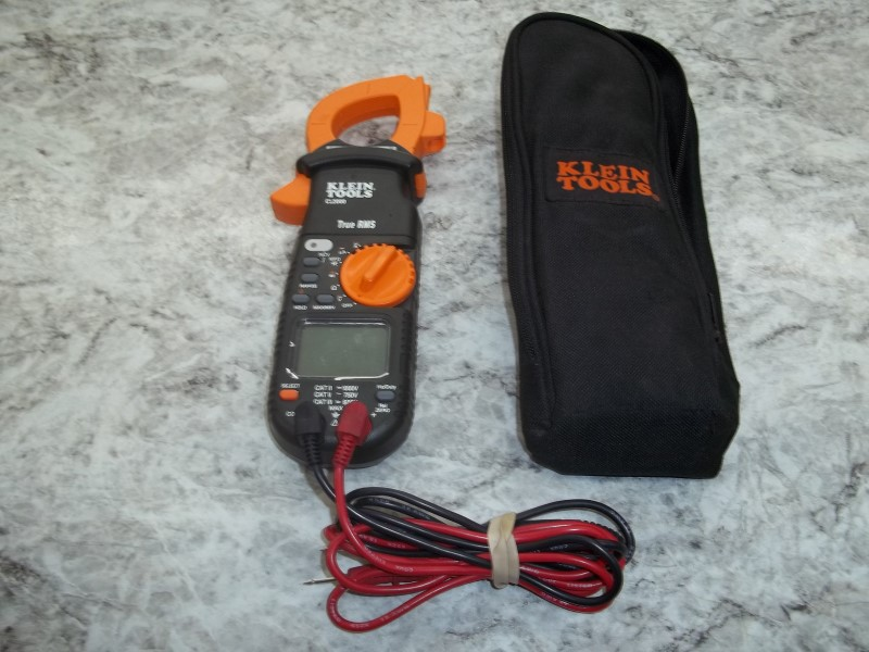 KLEIN TOOLS CL2000 400A AC/DC TRUE RMS CLAMP METER WITH LEADS AND CASE