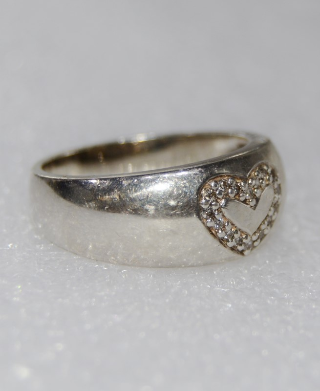 Sterling Silver Inlaid Heart Design Dome Ring Band Size 8