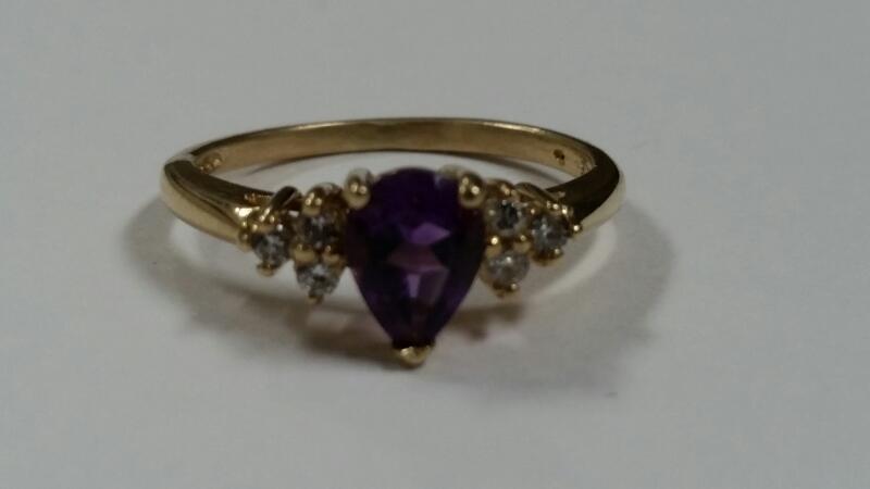 AMETHYST & DIAMOND RING 6 DIAMONDS .06 CARAT T.W.