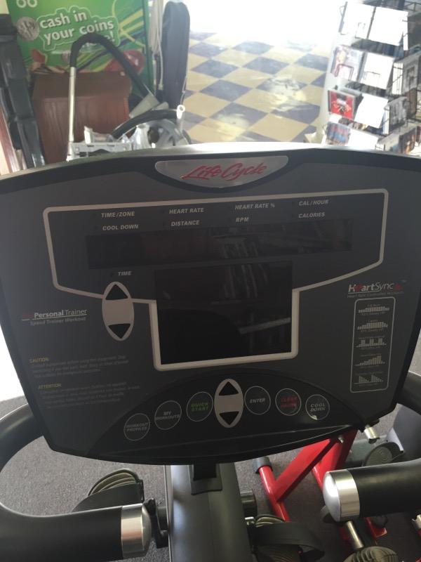 Life Fitness R35 Recumbent Bike