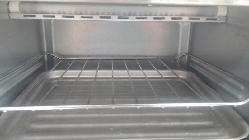 TOASTMASTER Microwave/Convection Oven TUV48E