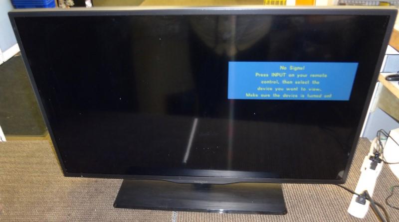 INSIGNIA Flat Panel Television NS-32E400NA14
