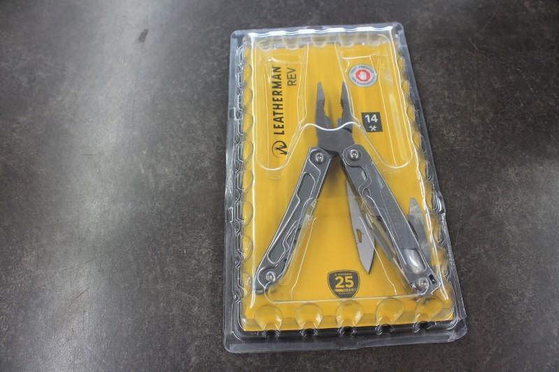 LEATHERMAN REV POCKET KNIFE