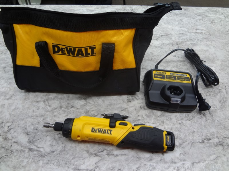 DEWALT DCF680 8-VOLT MAX GYROSCOPIC SCREWDRIVER WITH BATTERY, CHARGER AND CASE