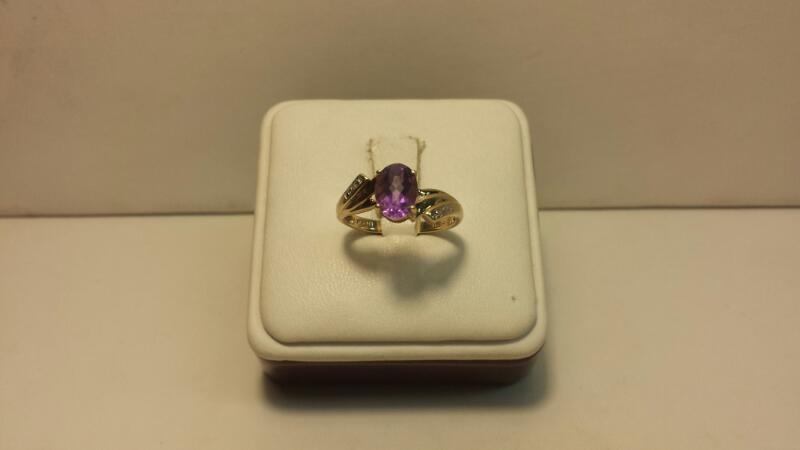 10k Yellow Ring with 1 Purple Oval and 2 Whote Stones - 1.4dwt - Size 7