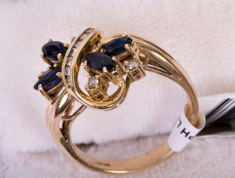 Lady's Sapphire & Diamond Ring 4.5 G TW