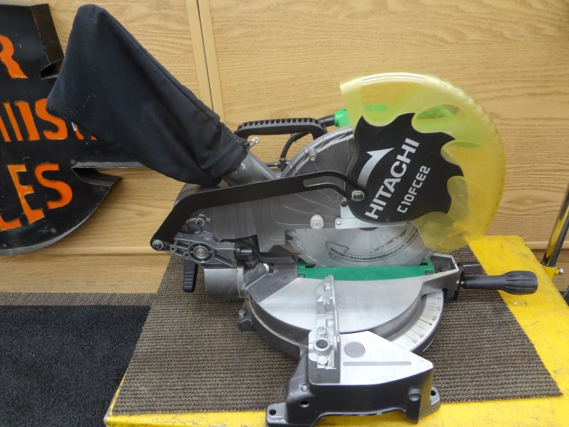 HITACHI C10FCE2 10-IN 15-AMP COMPOUND MITER SAW WITH BAG