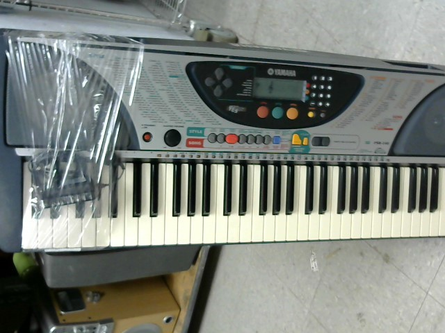 YAMAHA Keyboards/MIDI Equipment PSR-240