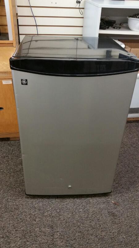 GE Refrigerator/Freezer SMR04GAZCS
