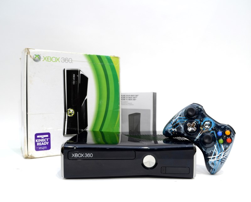 Microsoft Xbox 360 S (1439) Console 320GB Video Game System Bundle>
