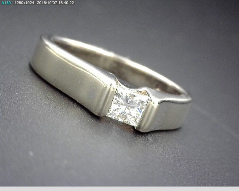 SOLITAIRE PRINCESS CUT RING IN TENSION SETTING APX.18CT 14KWG SZ.4