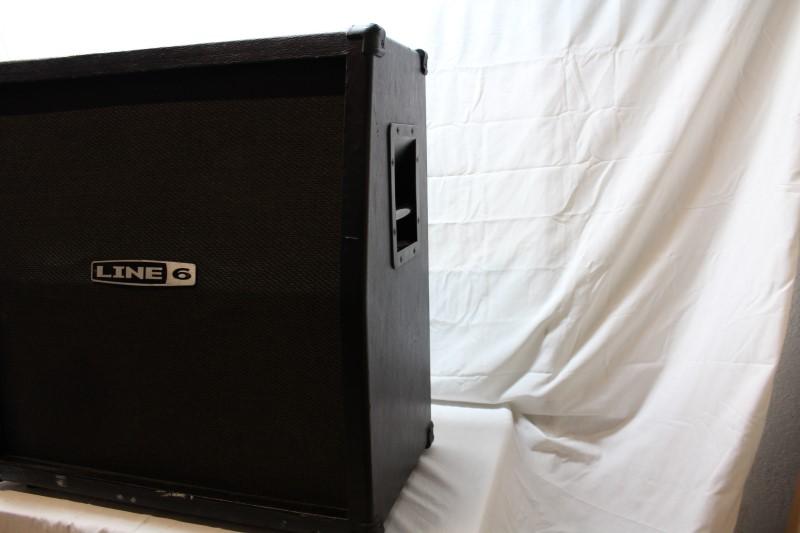 LINE 6 Speaker Cabinet 4X12 CAB W/CELESTIONS