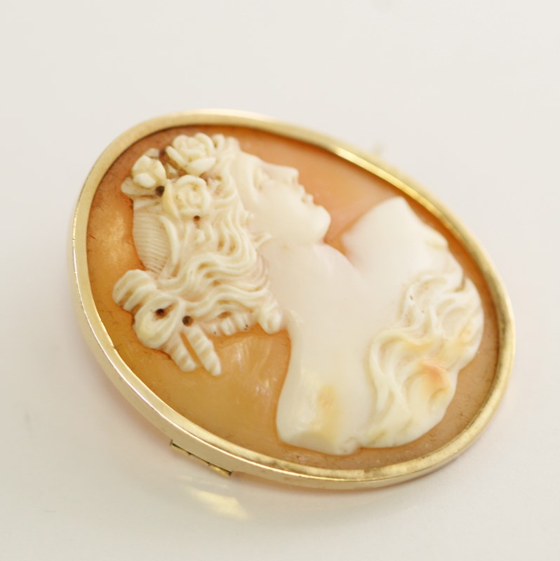 Beautiful 14k Yellow Gold Cameo Brooch