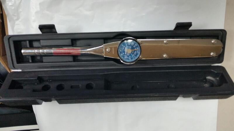 "Armstrong 64-405 1/2"" 250ft/lbs Dial Torque Wrench w/ Case"