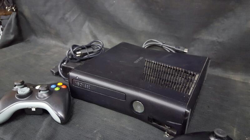 Preowned Microsoft Xbox 360 4GB 1538 Black