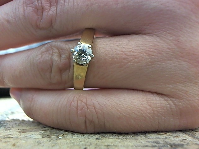 Lady's Diamond Engagement Ring .60 CT. 14K Yellow Gold 3.7g