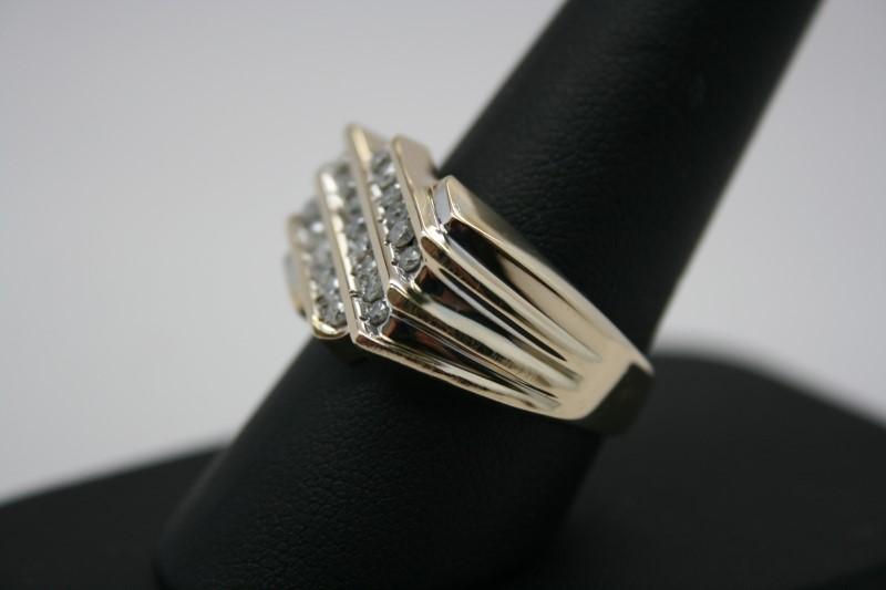 GENT'S DIAMOND RING 10K YELLOW GOLD