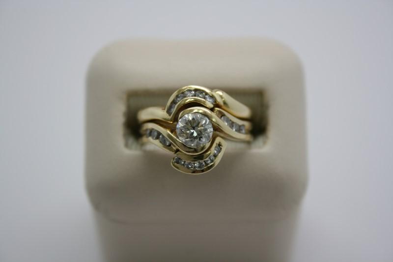 LADY'S FASHION DIAMOND WEDDING SET 18K YELLOW GOLD