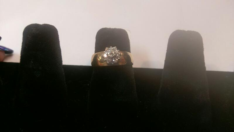 Lady's Diamond Cluster Ring 7 Diamonds .07 Carat T.W. 10K Yellow Gold 3g