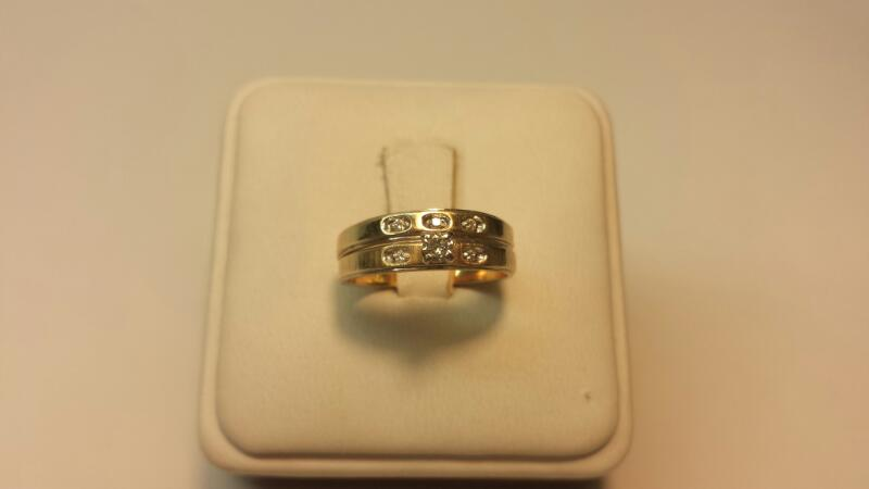 14k Yellow Gold bands with 6 Diamonds at .13ctw - 2.2dwt - Size 6