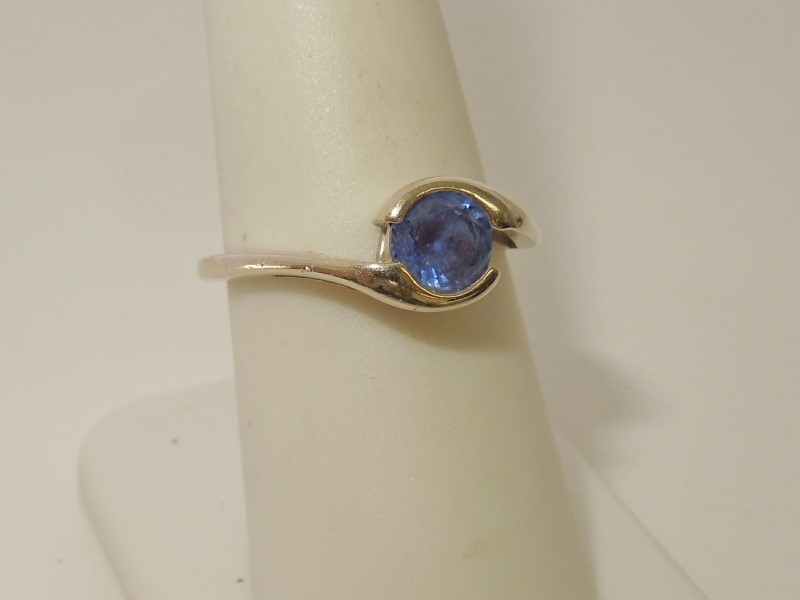 Sapphire Lady's Stone Ring 14K White Gold 3.2g