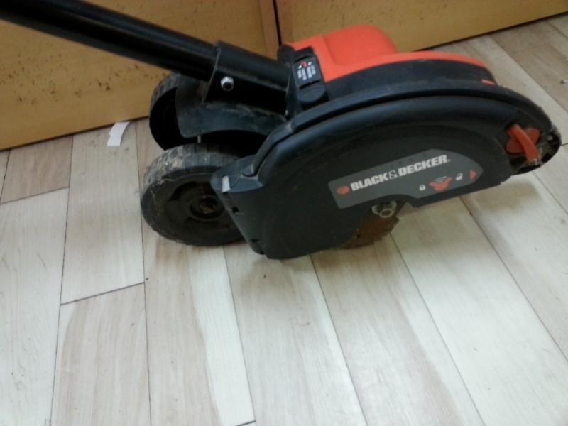 Black & Decker Lawn Edger LE750