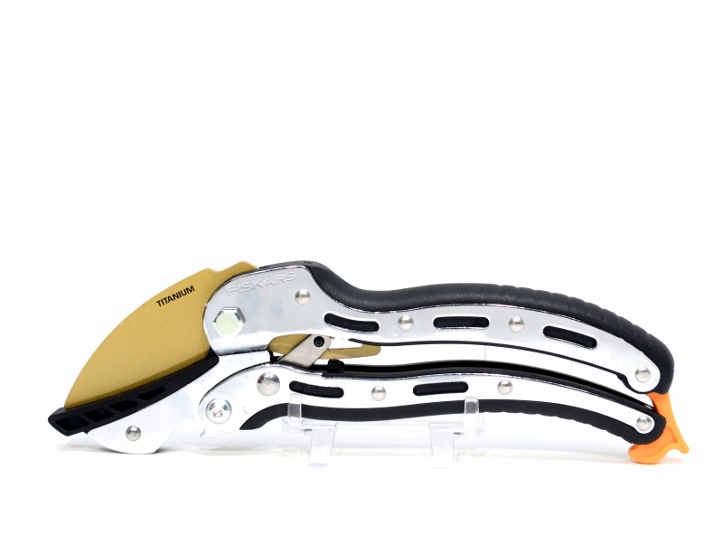 Fiskars 6-3/4 in. Titanium Anvil Ratchet Hand Pruner 66866966J>