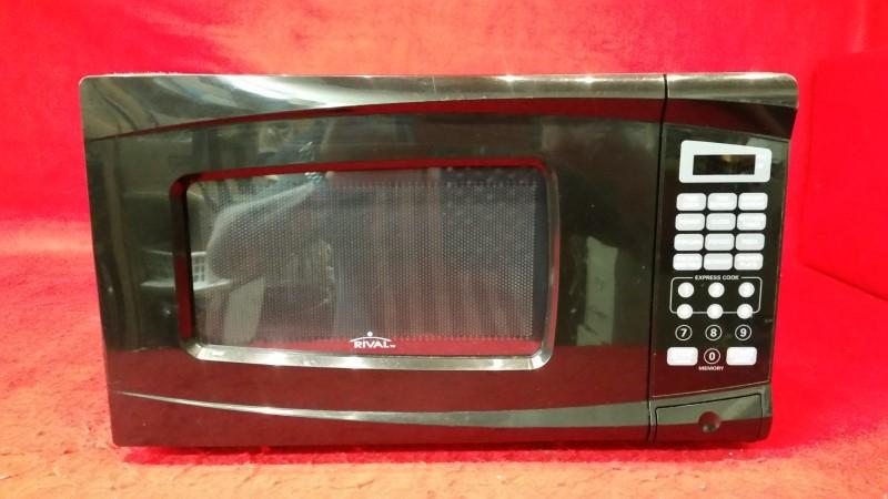 Rival 0.7 Cu Ft Microwave - Black - Digital