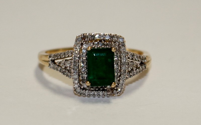 Emerald Lady's Stone Ring 14K Yellow Gold 3.6g