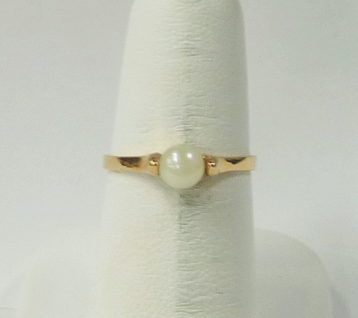 Synthetic Pearl Lady's Stone Ring 10K Yellow Gold 1.07dwt