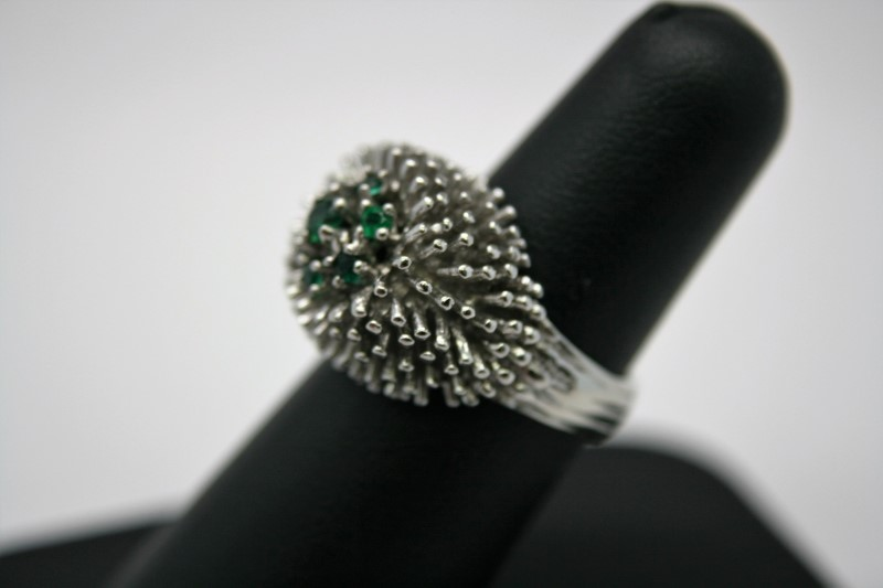 LADY'S FASHION STYLE RING W/ COLORED STONE 10K WHITE GOLD