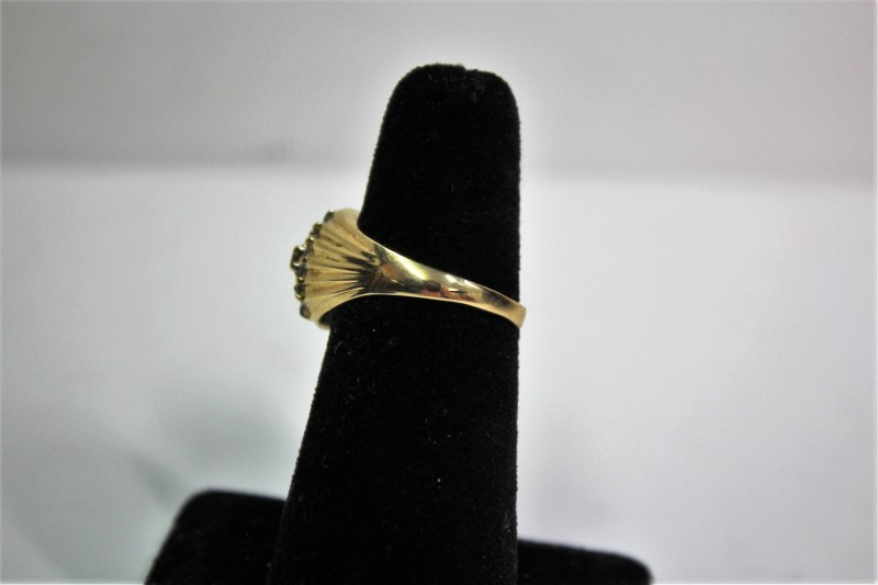 Lady's Diamond Cluster Ring 15 Diamonds .15 Carat T.W. 14K Yellow Gold 4.7g