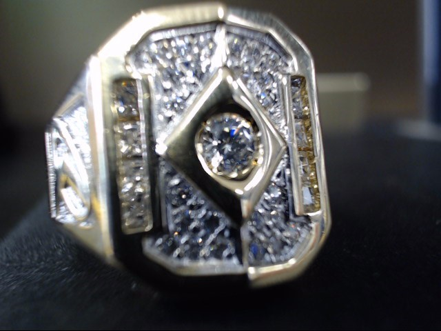 Gent's Diamond Fashion Ring .01 CT. 18K Yellow Gold 12g