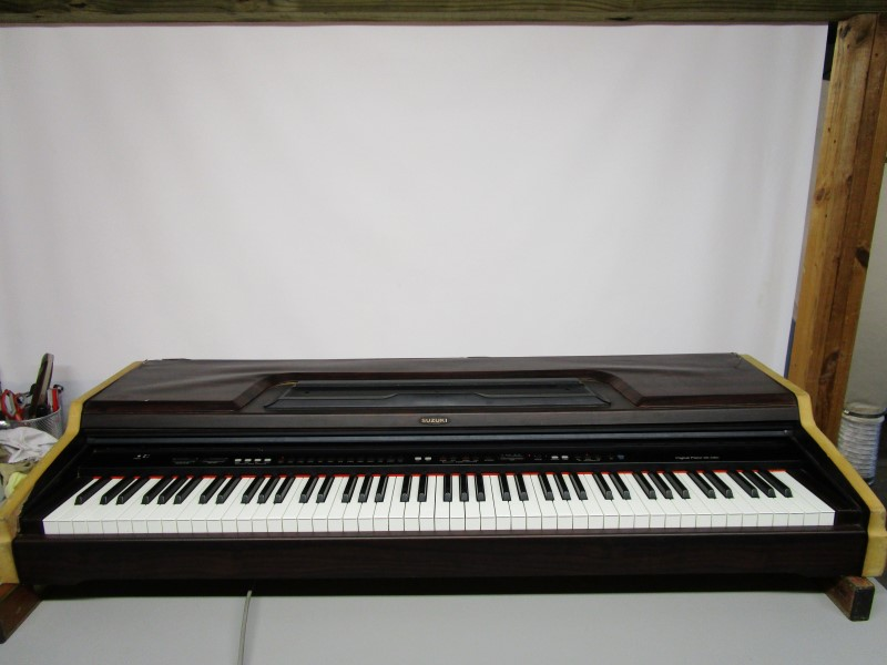 SUZUKI HP-100D DIGITAL PIANO, LOCAL PICK-UP ONLY