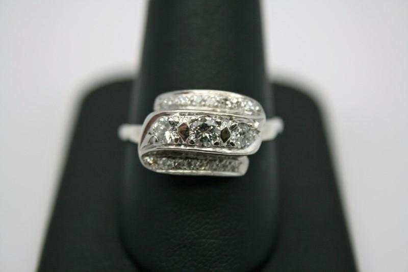 ANTIQUE LADY'S DIAMOND RING 14K WHITE GOLD