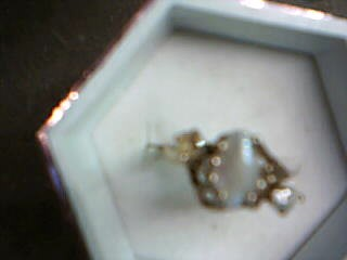 Synthetic Pearl Lady's Stone Ring 10K Yellow Gold 2.19g