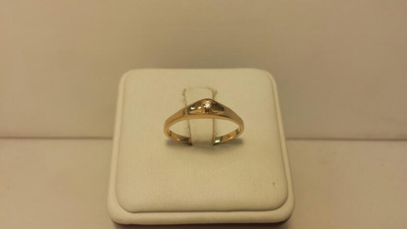 14k Yellow Gold Ring with 1 Diamond at .03ctw - 1.4dwt - Size 8.5