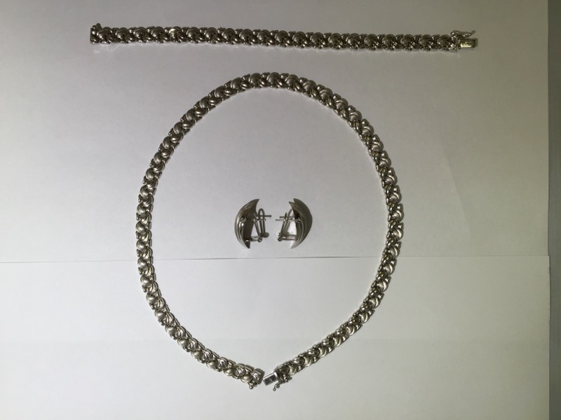 14KT. WHITE GOLD NECKLACE WITH MATCHING BRACELET AND EARRINGS