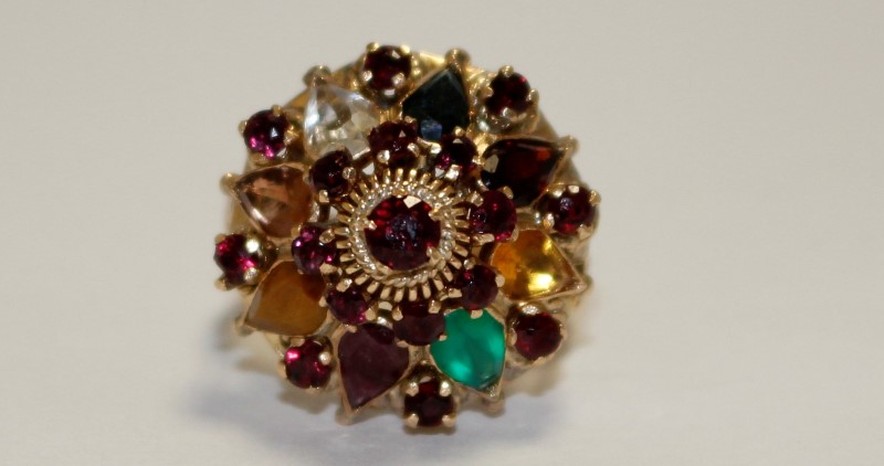Almandite Garnet Lady's Stone Ring 18K Yellow Gold 7.68g