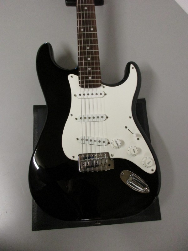 SQUIER STRAT AFFINITY SERIES ELECTRIC GUITAR, BLACK