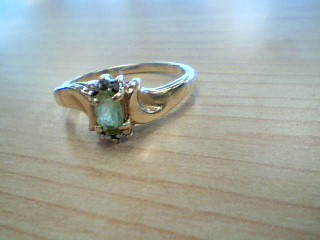 Green Stone Lady's Stone Ring 10K Yellow Gold 1.6g