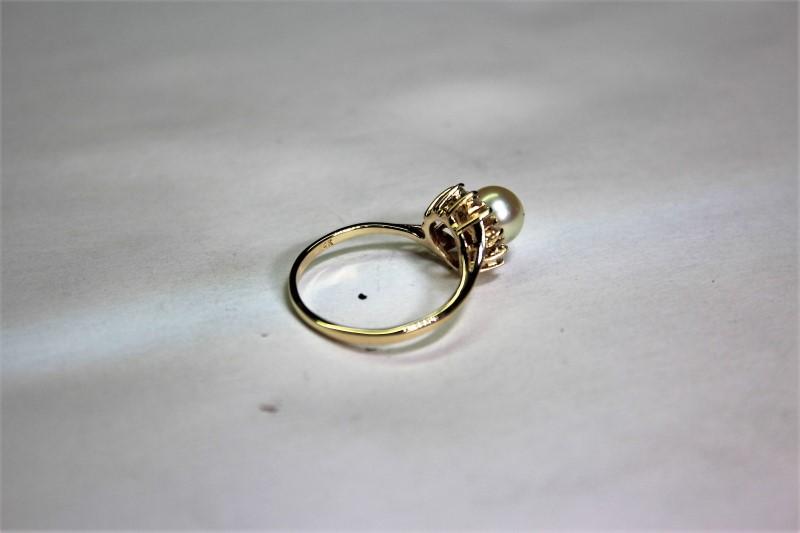 Pearl Lady's Stone & Diamond Ring 12 Diamonds .24 Carat T.W. 14K Yellow Gold