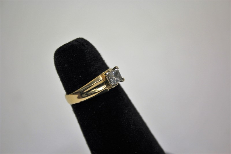 Lady's Diamond Engagement Ring .46 CT. 14K Yellow Gold 3.6g Size:6.5